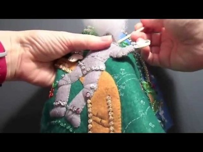 Bucilla Stocking Construction #15 - Working with Metallic Floss and Other Tips