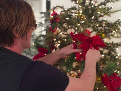 Masterclass 11: How to decorate a tree: Putting in garlands