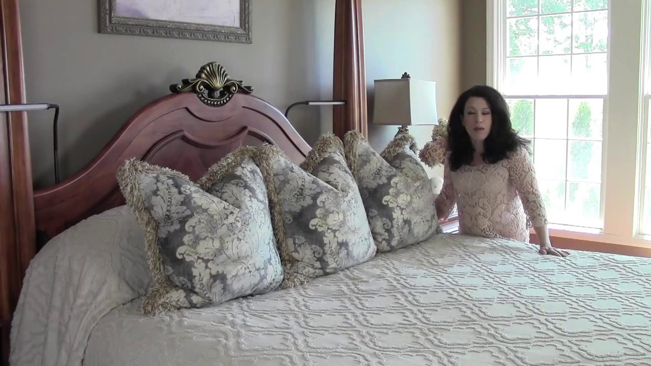 Renee Romeo - How to Make a Throw Pillow With Fringe