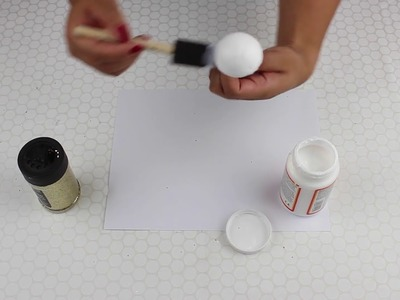 DIY Spray Painted Gold and Glitter Ball Centers