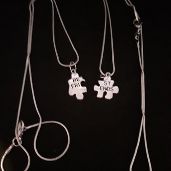'Best friends' jigsaw necklace set