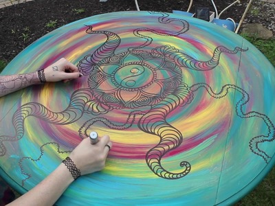 Trippy drawing on a table (time-lapse)