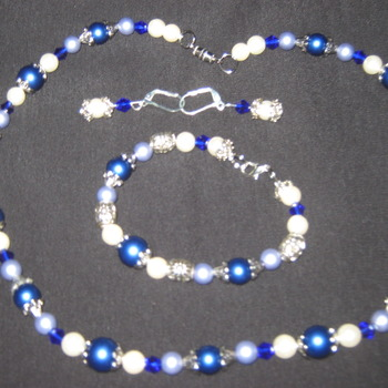 Blue and silver necklace set