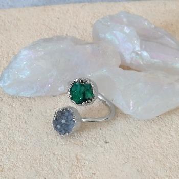 Raw green grey quartz stone ring, Raw ring, geode ring, green quartz ring, ring boho jewelry, statement ring, quartz jewelry,grey raw quartz