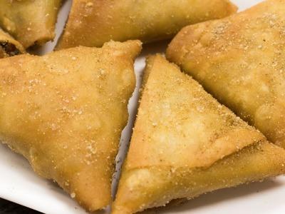 Irani Samosa Recipe   Crispy Hyderabadi Onion Vegetables Samosa   Easy Evening Snacks