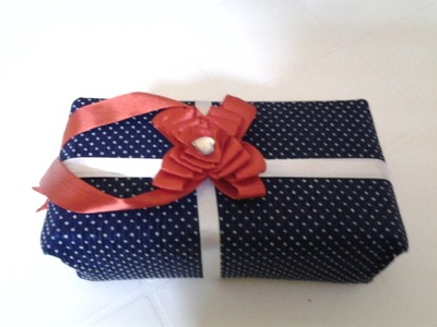 How to make an easy Ribbon Bow gift wrap
