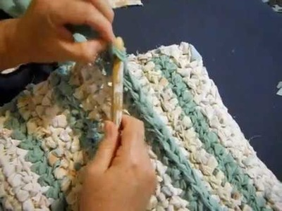 How to Change Colors on a Rag Rug