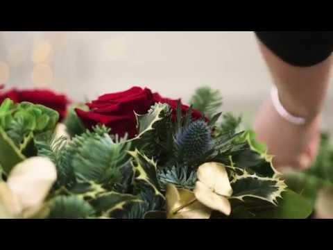How to Make a Festive Wreath for Christmas