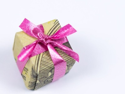 Christmas Money Gift Idea: Making a Dollar Origami Xmas Present