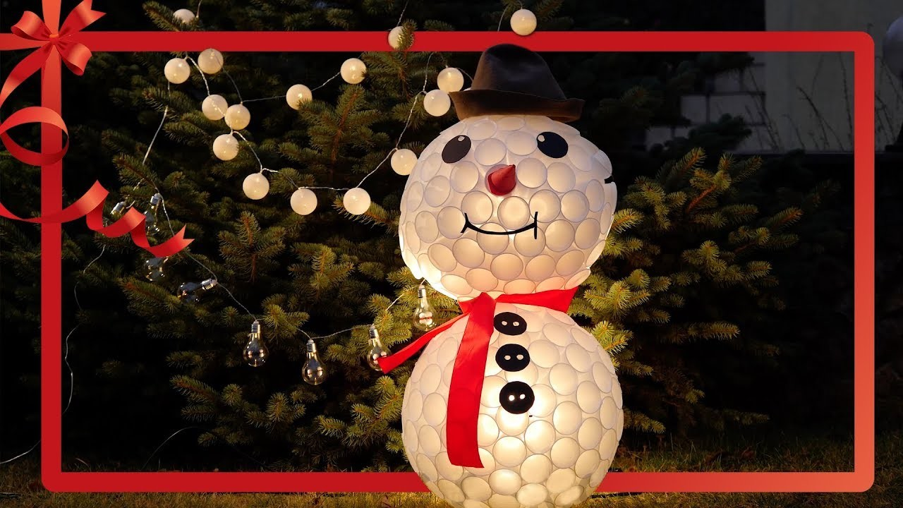 How to decorate your yard and house for Christmas. A snowman made from plastic cups. Tips and Tricks