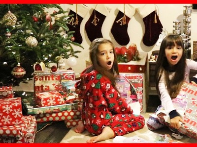 CHRISTMAS MORNING 2016 Opening Presents Surprise Toys - Giant Present Opening - Christmas gift haul