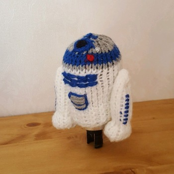 knitted gear knob cover in fun R2D2 design
