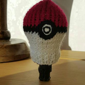 knitted gear knob cover in fun pokemon ball design