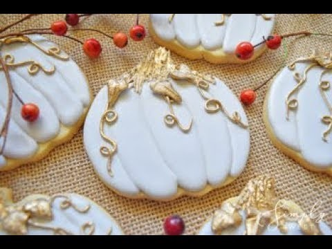 How to Decorate Fall Cookies - Gilded Pumpkin Cookies For Thanksgiving