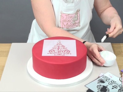How to use a stencil for a Christmas Cake
