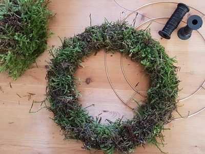 How to make a Christmas Holly Wreath - Step 1
