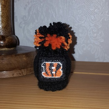 knitted gear knob gear shift hat with hand stitched bengals design