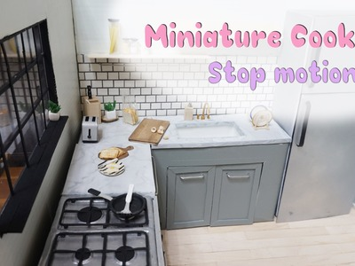 Barbie doll stop motion - miniature cooking : Fried eggs & toasts