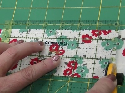 Pat Sloan's trimming trick: how to make sure fabric is cut straight