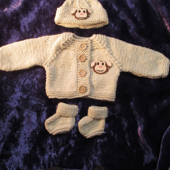 Hand knitted Jacket Hat & Socks set for Baby Reborn 17-19 Inch Doll Cream/Monkey