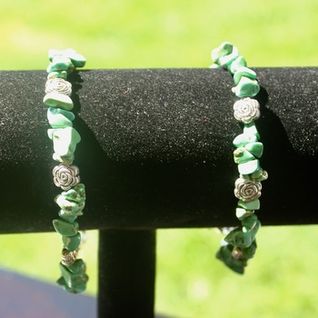 Green Stone Chip Bracelet with Rose Accent Beads