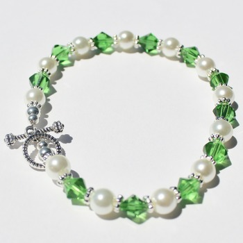 Green Czech Bead Bracelet with Glass Pearl Accent Beads