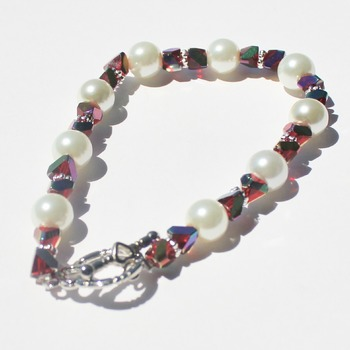 Red Iridescent and White Glass Pearl Bead Bracelet