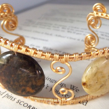 agate wire bangle