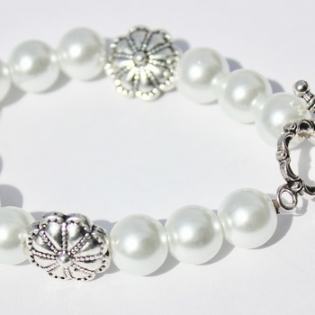 White Glass Pearl and Flower Beads Bracelet