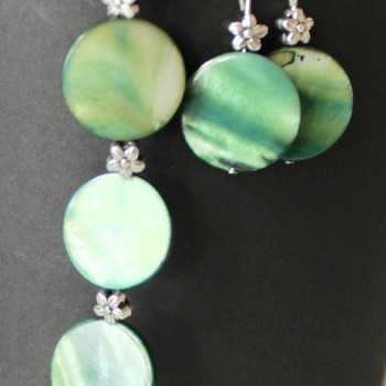 Green Disc and Flower Bead Bracelet and Earrings Set