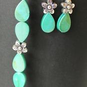 Iridescent Green Teardrop and Flower Beads Bracelet and Earrings Set