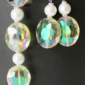 Light Green Oval Iridescent and Glass Pearl Bracelet and Earrings Set