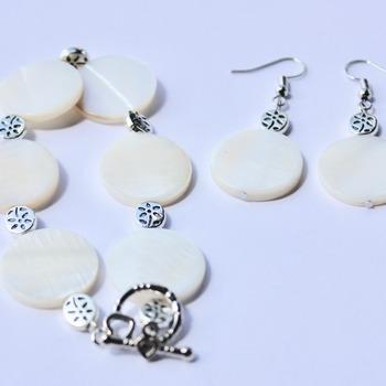 White Disc and Flower Bead Bracelet and Earrings Set
