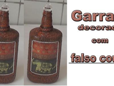 GARRAFA DECORADA COM FALSO COURO