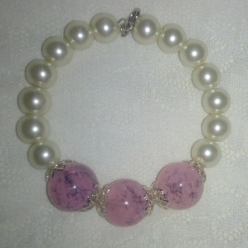 Large pink crackle glass beads & pearl bracelet