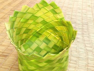How to make a palm basket (coconut tree leaf)